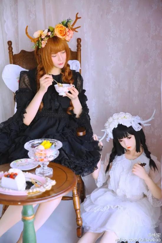 桃宝和甜猫 图源:@桃宝 微博