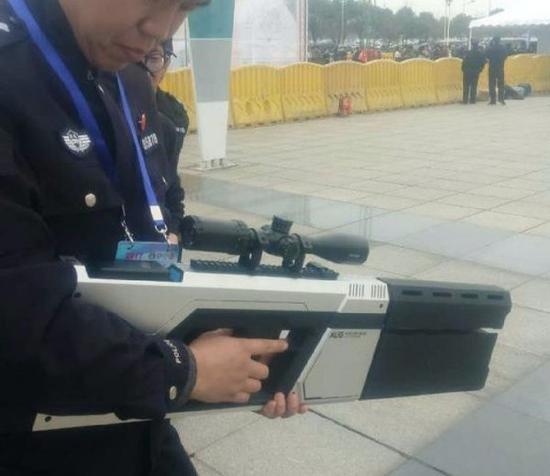 武汉警方装备的反无人机步枪