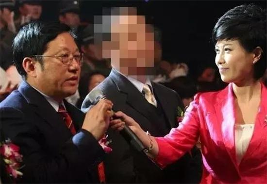 孙兰雨在央视七套首届农民工春晚晚会录制现场接受采访。