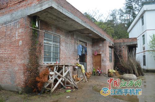图为明经国一家常住的房屋,记者了解到,该房屋于2013年5月报建
