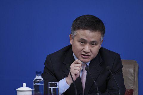 央行副行长:部分企业借海外收购球队转移资产