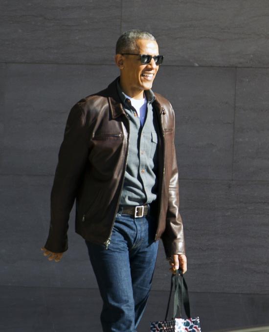 2017年3月5日,华盛顿,奥巴马离开国家艺术馆。(新华/美联)