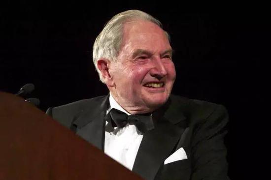 作为洛克菲勒家族第三代中的佼佼者,大卫·洛克菲勒曾任大通曼哈顿公司董事长和首席执行官,是家族中第一位活过百岁的成员。