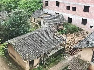 """明经国家的""""空心房""""屋顶一侧已被破损"""