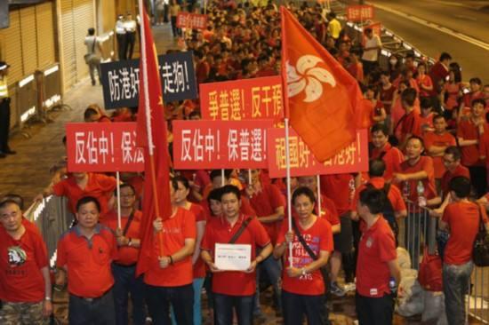 """香港""""占中""""9人抵警署接受预约拘捕 周四开审"""