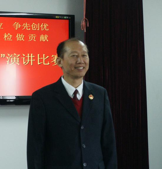 剧中饰演京州市纪委书记的于诚群