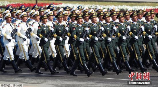 """3月23日,在巴基斯坦都城伊斯兰堡,中国武士加入""""巴基斯坦日""""阅兵典礼。"""