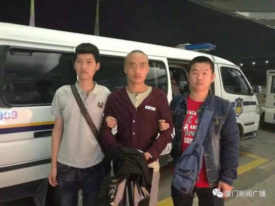 翔安警方将涉嫌拘禁前女友的王某平押解回厦