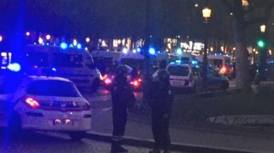 据英国广播公司(BBC)消息,巴黎警方称,巴黎中部发生枪击事件,一名警察死亡,另一名受伤。