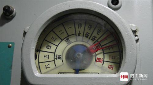 主机舱:指示表,可以看到潜艇的运行状态以及运行速度。