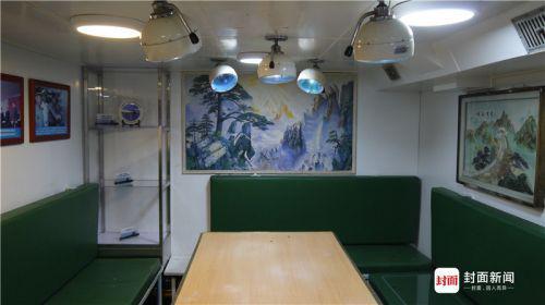 鱼雷舱旁边的会议室