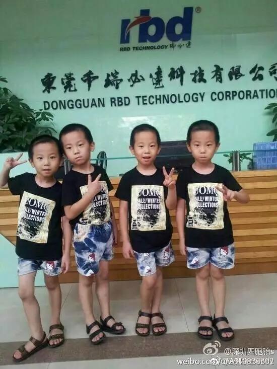 更有网友从疑似姐姐蒋娜的微博中发现,四胞胎家庭可能不只一套房。