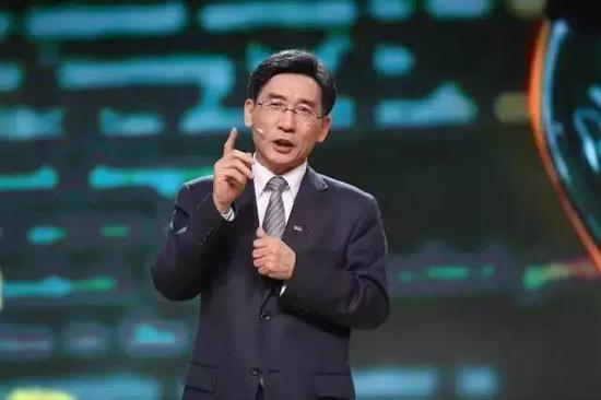 薛其坤在发表演讲