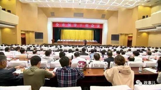"""""""政事儿""""注意到,与兄弟城市杭州、合肥、郑州相比,""""泉城""""济南这座历史文化名城,的确存在明显的危机感。"""