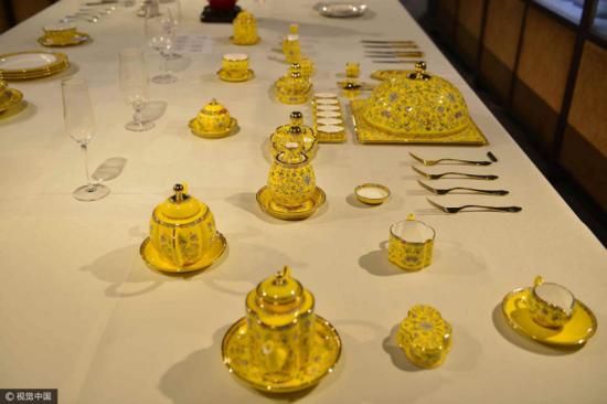 (APEC国宴餐具图片来源:视觉中国)