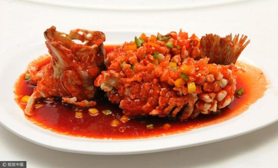 (中国名菜松鼠桂鱼图片来源:视觉中国)