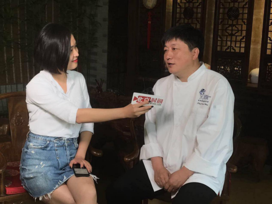 (侯德成接受北京时间记者采访)