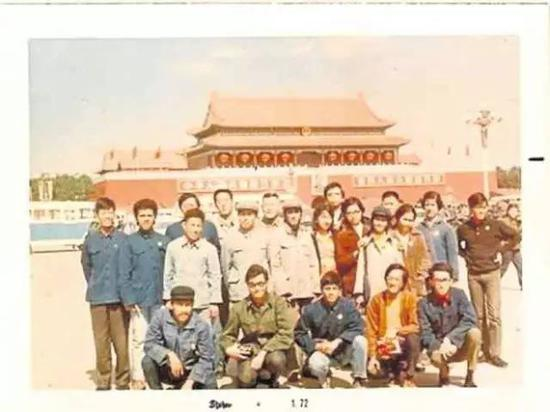资料图片:1971年,何塞·罗马纳(前排左二)带领一个菲律宾青年代表团访问中国。