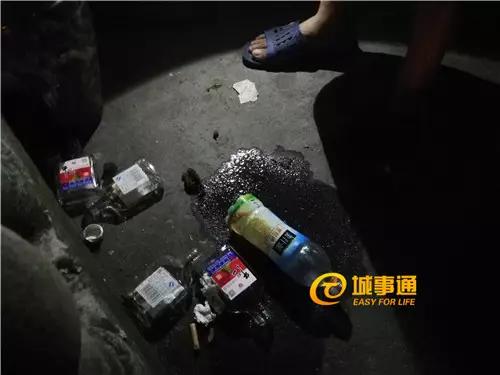 阿宇家门口的部分空酒瓶