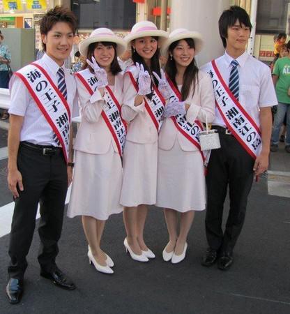 """小室圭(左一)2010年曾担任""""湘南江之岛海王子"""""""