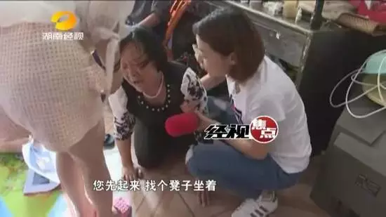 5月10号下午一点多钟,锋锋家人接到幼儿园老师电话称孩子左眼受伤,赶到医院之后,家人几乎要崩溃。