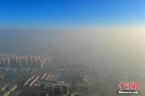 资料图:某高楼上鸟瞰的天津。中新社记者 佟郁 摄