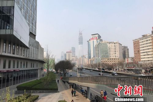 图为北京双井邻近的写字楼跟住民室庐楼。 中新网 程春雨 摄