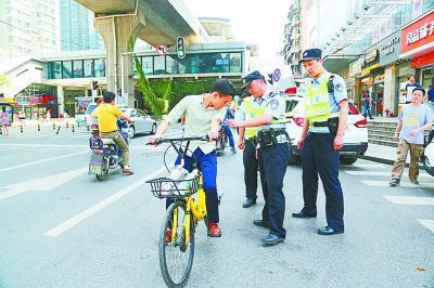 武汉警方查处共享单车违法案件