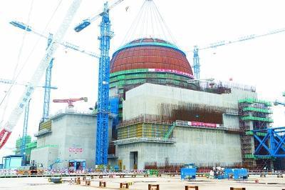 5月25日,完成穹顶吊装的福清核电5号机组。新华社记者 姜克红摄
