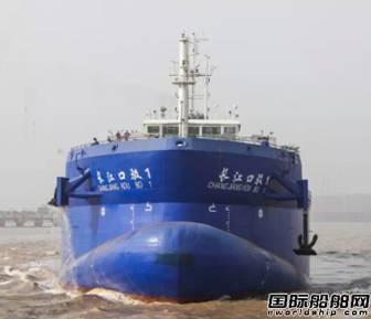 """振华重工建造的7100立方米自航式泥驳""""长江口驳1号"""""""