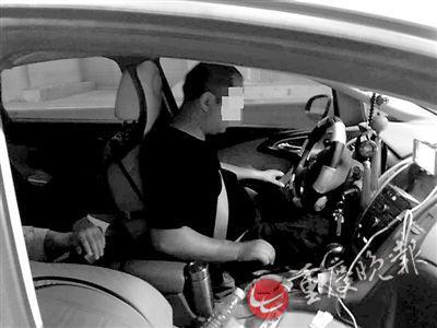 男子通宵打麻将 在高速隧道内停车补觉遭罚