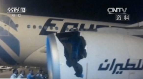 △2017年3月,一架从埃及开罗飞至北京的航班上,搭载同型号发动机的空客A330,也发生了碎片喷射出引擎击穿整流罩,导致发动机引擎损毁严重的事故。