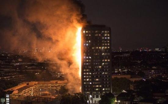 火灾发生在伦敦西部地区,一栋27层高的公寓楼。