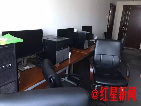 ▲刘先林院士办公室里原来有一间可以供休息的卧室,现在被改成了机房。