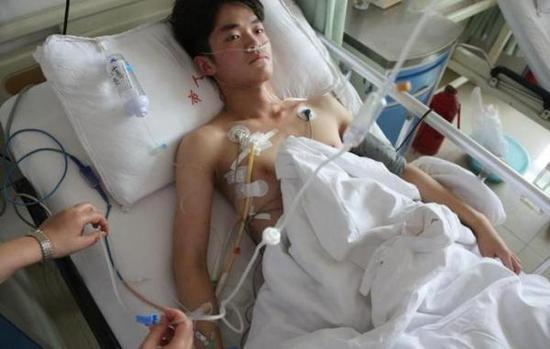 动完手术后休息的赵庆州。