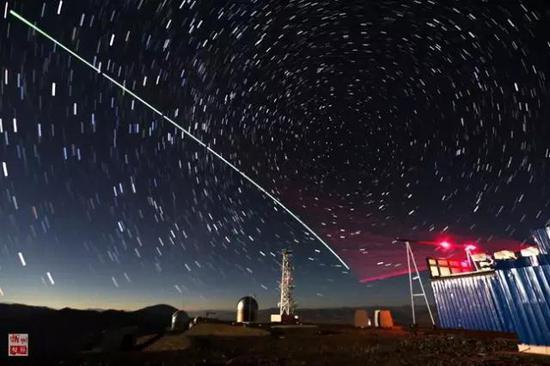 """""""墨子号""""量子科学实验卫星与阿里量子隐形传态实验平台建立天地链路(2016年12月9日摄)。"""