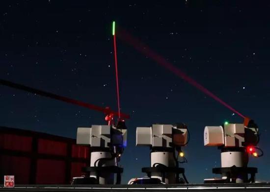 """""""墨子号""""量子科学实验卫星与阿里量子隐形传态实验平台建立天地链路(2016年12月10日摄)。"""