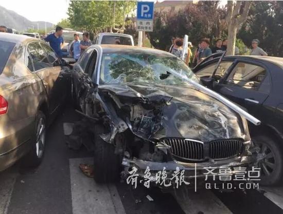 北京十里河建材城着火 26辆消防车扑救(图)