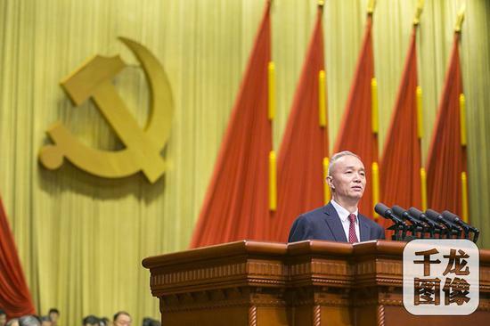 6月19日,中国共产党北京市第十二次代表大会举行开幕式。会上,市委书记蔡奇代表十一届市委作工作报告。千龙网记者 张曈摄