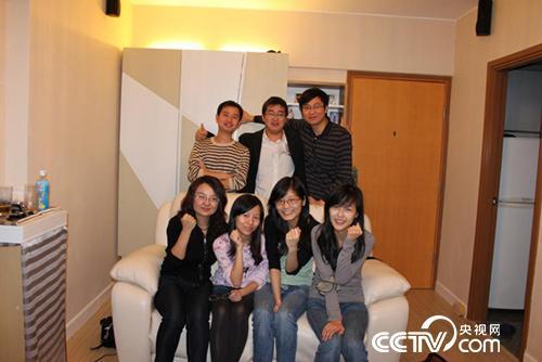 吴苏与香港科技大学的同学们。一排右一的女孩现在是他的妻子。