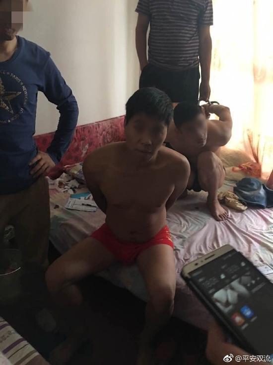 经侦查,民警发现余某等4人有重大作案嫌疑。警方为了引出余某,以女性身份通过聊天工具摇出余某,并获悉其已潜逃至江苏苏州。
