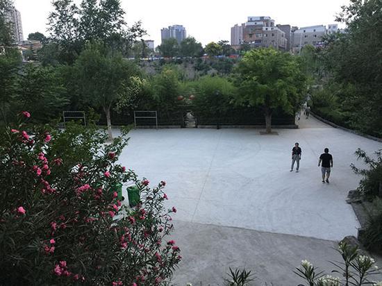 公园为广场舞队修整的新场地