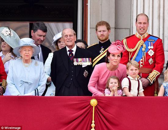 哈里王子:全家都不想继任王位 皇室要现代化