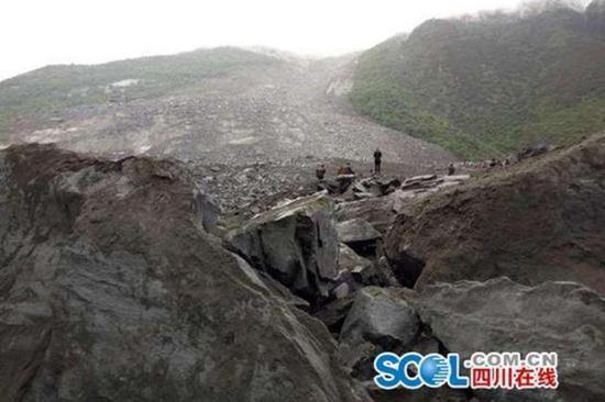 四川茂县山体滑坡致百余人被埋未来一周多阵雨