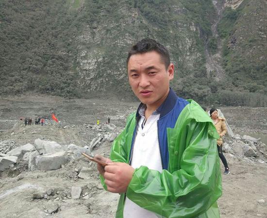 小伙家中2人遇难7人失联赶回茂县加入救援队