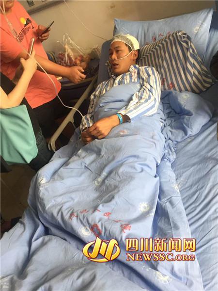 幸存者乔大帅接受四川新闻网记者采访