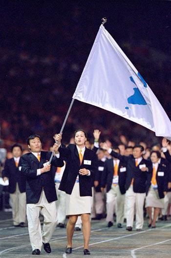 2000年悉尼奥运会韩国朝鲜代表团同时入场。(资料图)