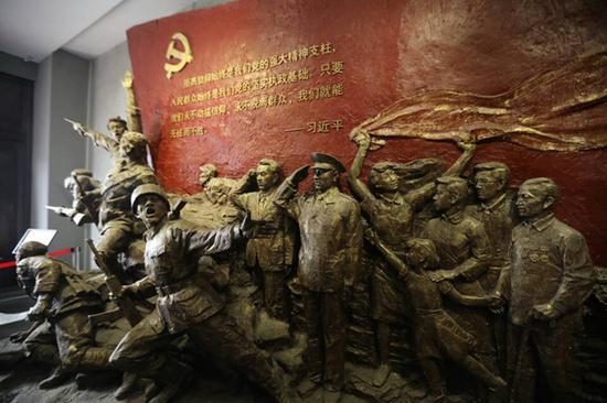 纪念馆出口处的群雕艺术品。