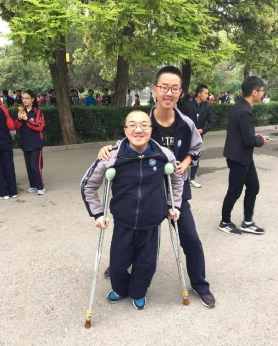 魏祥和罗凯中的照片。