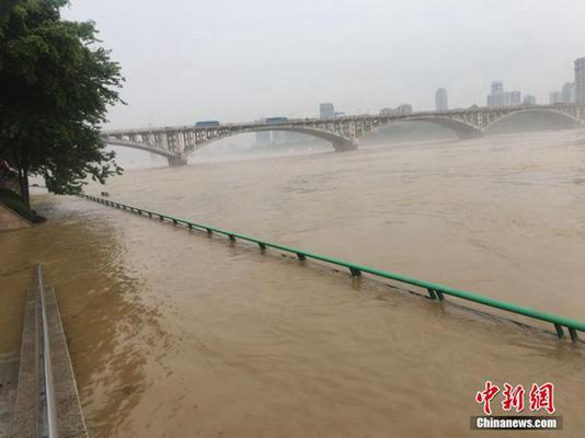 昨天,受暴雨影响,广西柳州柳江河水呈现上涨。图片起源:中新网